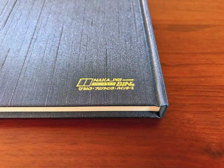 ナカプリバイン プレミアム A5判 5mm方眼 200頁 水平開き(ナカプリバイン)の裏表紙 箔押し