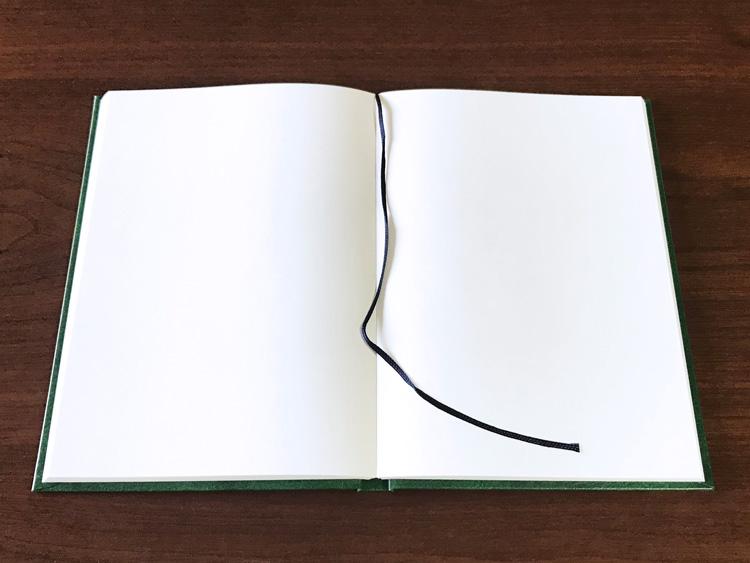 ナカプリバイン プレミアム A5判 無地 200頁 水平開き(ナカプリバイン)の見開きページ